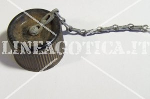 US CANTEEN CAP M1942 PLASTIC WITH CHAIN ORIGINAL AS NEW